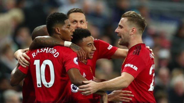Man Utd players celebrate after Marcus Rashford's goal against Tottenham