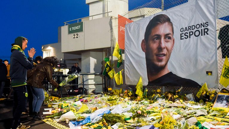 Fans paid tribute to Sala at a shrine outside the Stade de la Beaujoire before Nantes' game with Saint-Etienne on January 30