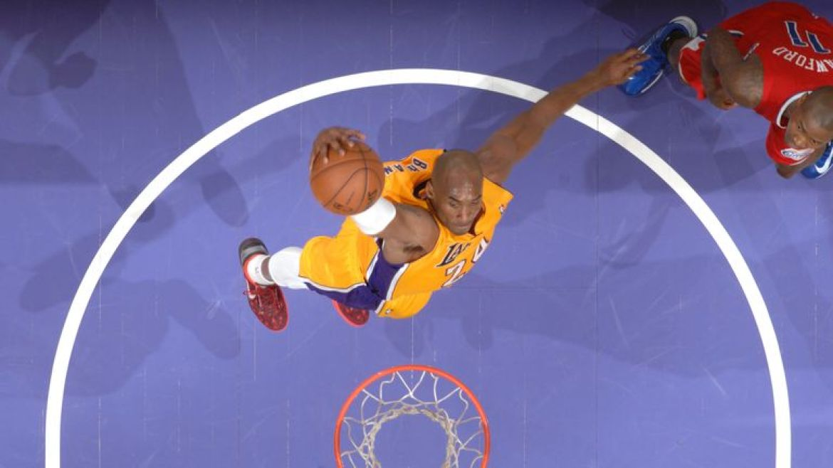 Kobe Bryant elevates for a dunk against the Clippers