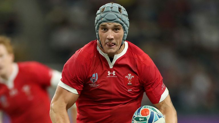 Jonathan Davies attacking for Wales against Fiji