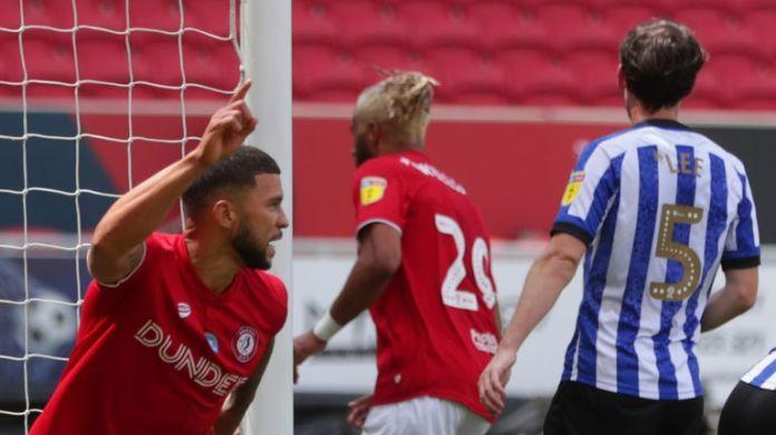 Nahki Wells z Bristol City świętuje zdobycie pierwszego gola swojej drużyny podczas meczu Sky Bet Championship w Ashton Gate w Bristolu. Zdjęcie PA. Data wydania: niedziela 28 czerwca 20200. Zobacz historię PAŃSTWA SOCCER Bristol City. Źródło zdjęcia powinno brzmieć: David Davies / PA Wire. OGRANICZENIA: WYŁĄCZNIE DO UŻYTKU REDAKCYJNEGO Nie używać z nieautoryzowanym dźwiękiem, wideo, danymi, listami urządzeń, logo klubu / ligi lub
