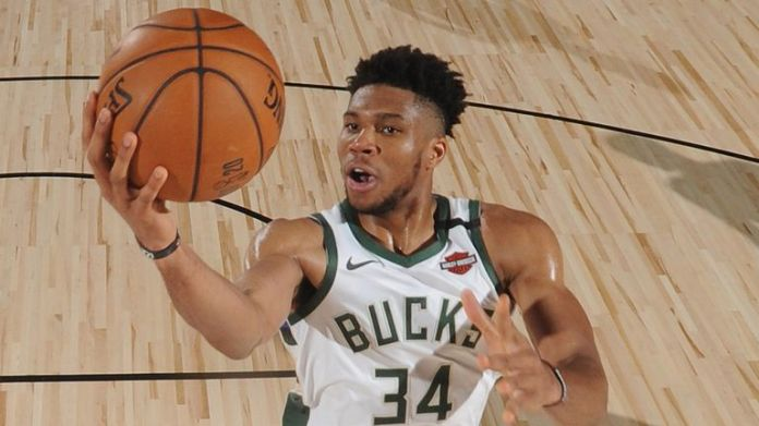 Giannis Antetokounmpo attacks the rim against the Spurs