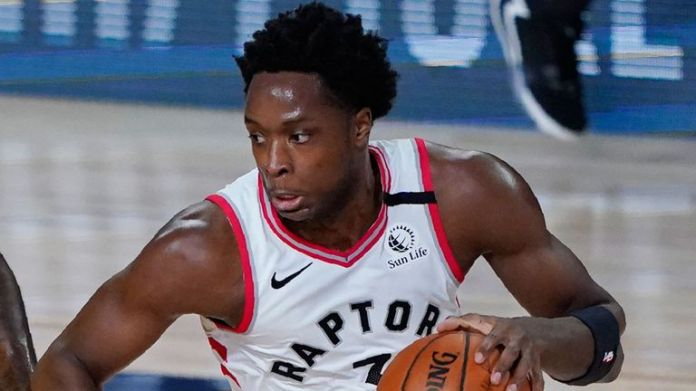 OG Anunoby drives by LeBron James during the Raptors' win over the Lakers