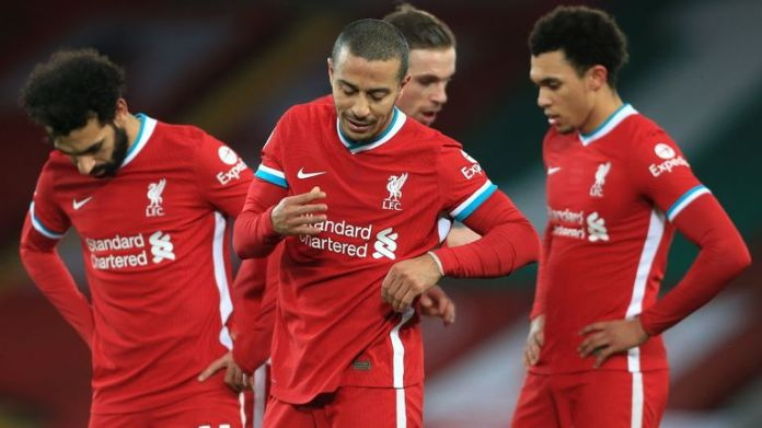 Thiago and Liverpool team-mates during defeat to Man City