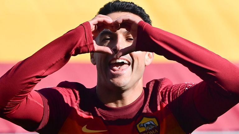 Pedro added Roma's third as they went above Juventus in the Serie A table