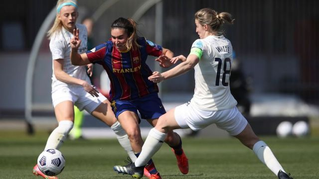 Mariona Caldentey of FC Barcelona takes on Ellen White and Chloe Kelly of Manchester City during the UEFA Womens Champions League match at Stadio Brianteo, Monza (AP)