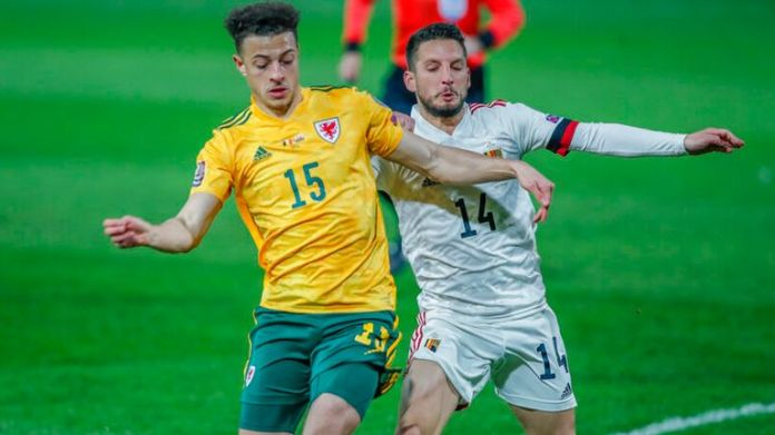 Wales'  Ethan Ampadu, left, vies for the ball with Belgian Dries Mertens