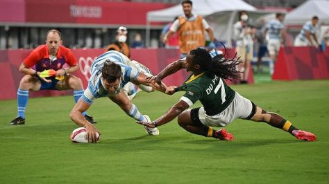 Santiago Alvarez scores for Argentina as they stun South Africa