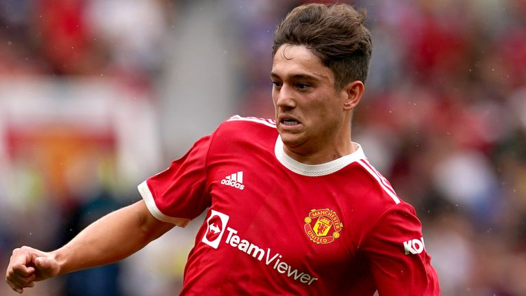 Currently, manchester united rank 3rd, while leeds united hold 15th position. Daniel James Leeds Agree 25m Fee With Man Utd For Wales Winger Football News Sky Sports