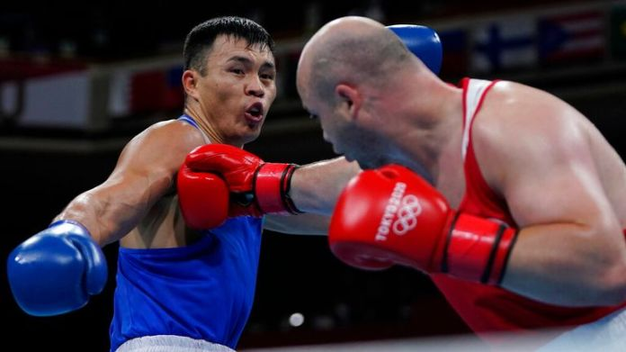 Ivan Veriasov, of the Russian Olympic Committee, right, exchanges punches with Kazakhstan...s Kamshybek Kunkabayev during their men...s super heavyweight over 91-kg boxing match at the 2020 Summer Olympics, Sunday, Aug. 1, 2021, in Tokyo, Japan. (AP Photo/Themba Hadebe, Pool)