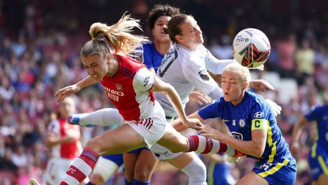 Arsenal v Chelsea - FA Women's Super League - Emirates Stadium Arsenal's Leah Williamson challenges for the ball during the FA Women's Super League match at the Emirates Stadium, London. Picture date: Sunday September 5, 2021.