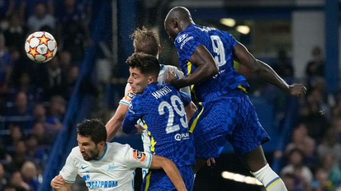 Chelsea's Romelu Lukaku heads the ball to score his side's first goal vs Zenit