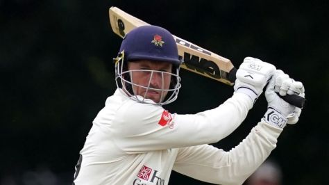 Vilas hit the winning runs and finished unbeaten on 47 at Liverpool