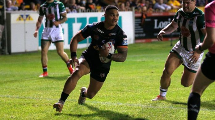 Peter Mata'utia scores for Castleford as the Tigers looked to fight back