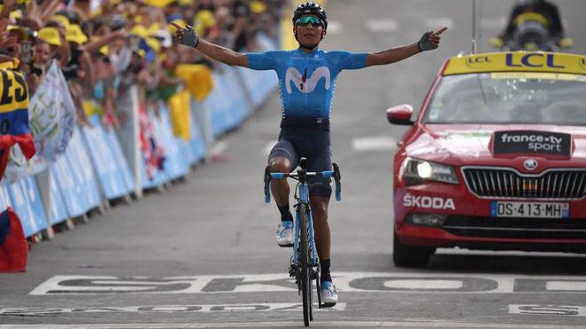 El colombiano Nairo Quintana maquilla el Tour del Movistar Team en Valloire
