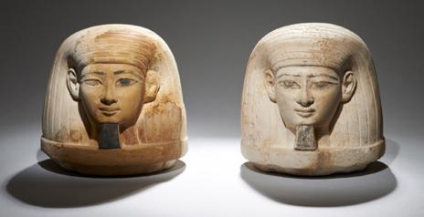 Objetos hallados en la tumba de la familia del faraón Amenhotep III.