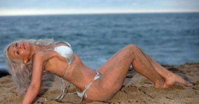 """Kathy Jacobs, modelo de 55 años quien """"hasta hace seis meses trabajaba en un bar, limpiando mesas y fregando el suelo"""""""