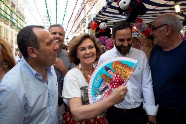 La Vicepresidenta interina del Gobierno, Carmen Calvo, en la feria ...