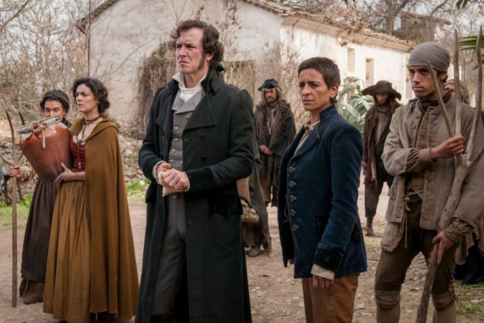 Jorge Suquet (in the center) is John, a writer who wants to tell the story of 'La Llanera' (Baby).