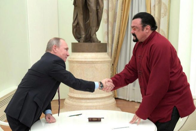Putin and Steven Seagal, during the delivery of the passport.