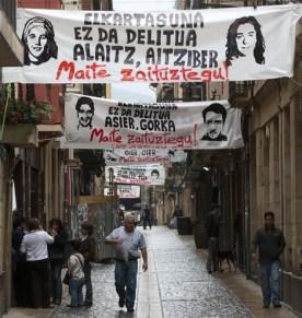 Goienkale, plagada de carteles con retratos de etarras, algunos muy sanguinarios. | Iñaki Andrés