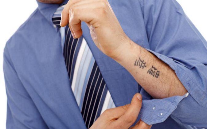 Te Pueden Despedir Si Luces Tus Tatuajes En El Trabajo