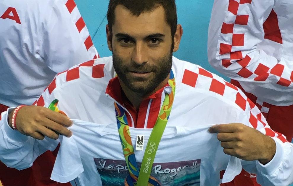 El jugador internacional por Croacia, en el podio.