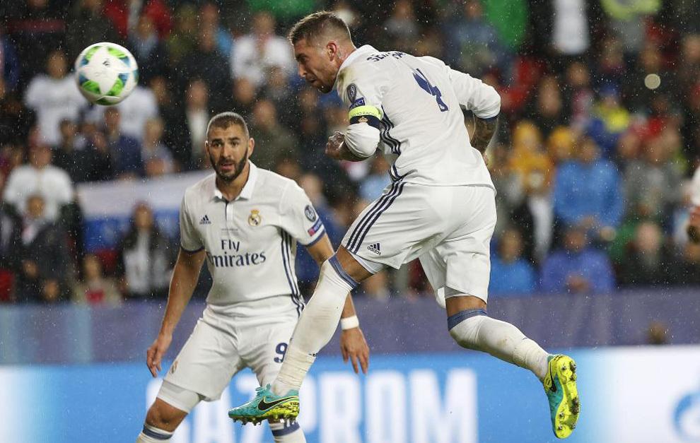 Sergio Ramos marca de cabeza ante el Sevilla en la Supercopa de...