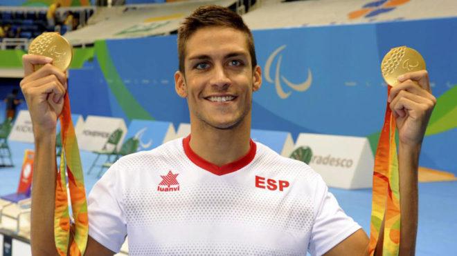 Israel Oliver posa para MARCA con sus dos medallas de oro en Río.