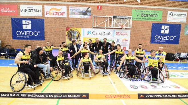 El CD Ilunion celebrando su decimosexta Copa del Rey.