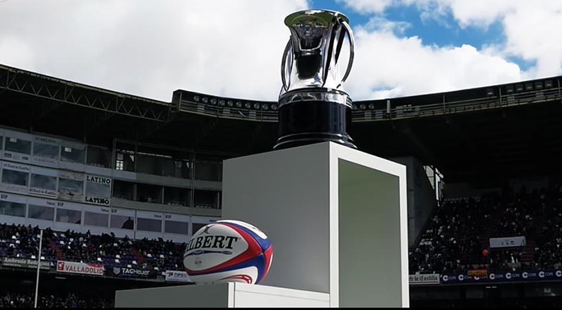 La Copa del Rey y un balón oval... en Zorilla, con los palos de rugby...