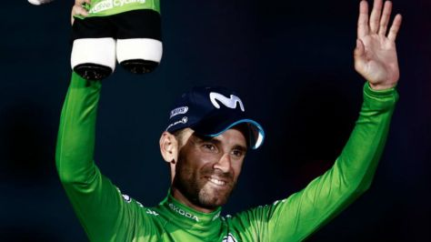 Alejandro Valverde en el podio de Madrid con el maillot verde.