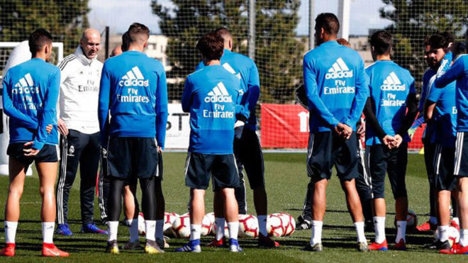 Zinedine Zidane with his players during the training session  PHOTOS: CHECK OUT ZIDANE'S FIRST TRAINING SESSION BACK AT REAL MADRID AHEAD OF CELTA VIGO'S CLASH 15524781609214