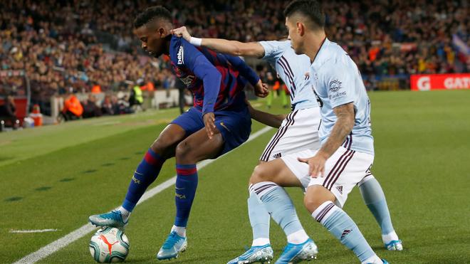 Semedo protects the ball.