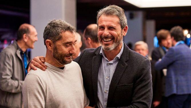 Valverde jokes with Athletic Club sporting director Alkorta