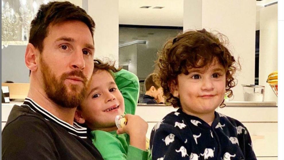 Messi, con dos de sus hijos.
