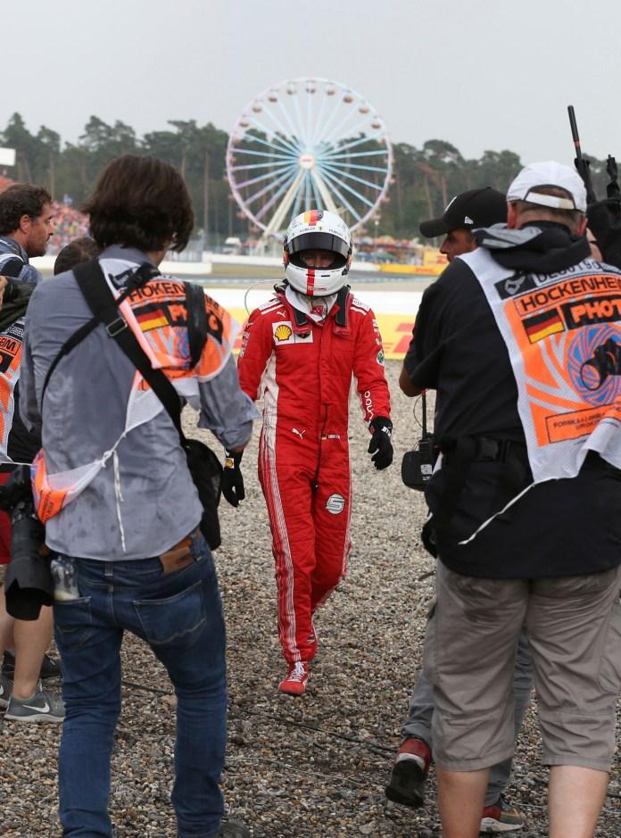Sebastian lt;HIT gt;Vettel lt;/HIT gt; (ALE) Ferrari después de chcocarse y tener que retirarse. Gran Premio de lt;HIT gt;Alemania lt;/HIT gt; lt;HIT gt;2018. lt;/HIT gt; 11ª prueba del mundial. Circuito de Hockenheim, lt;HIT gt;Alemania. lt;/HIT gt; Domingo 22 de Julio, lt;HIT gt;2018 lt;/HIT gt;. *** Local Caption *** RUBIO