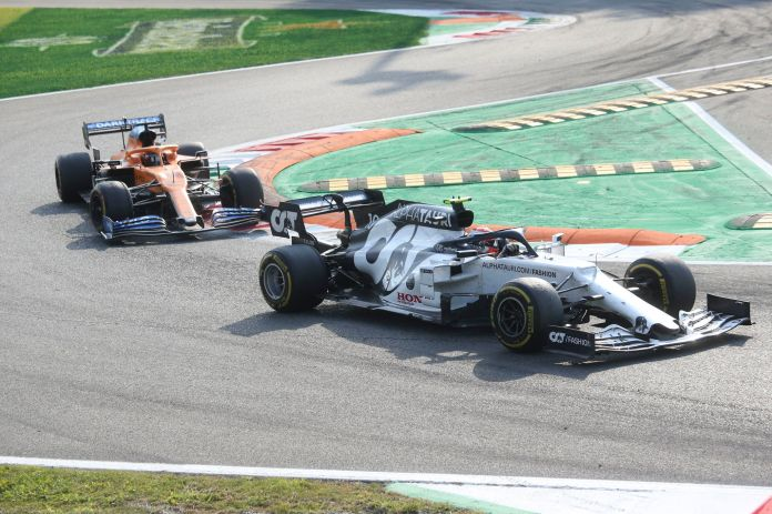 Monza (Italy), 06/09/2020.- French Formula One driver Pierre Gasly of Scuderia AlphaTauri Honda (R) and Spanish Formula One driver Carlos lt;HIT gt;Sainz lt;/HIT gt; of McLaren (L) in action the 2020 Formula One Grand Prix of Italy at the Monza race track, Monza, Italy 06 September 2020. (Fórmula Uno, Italia) EFE/EPA/Matteo Bazzi / Pool
