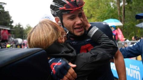 Filipppo Ganna celebra su segunda victoria de etapa en el Giro 2020.
