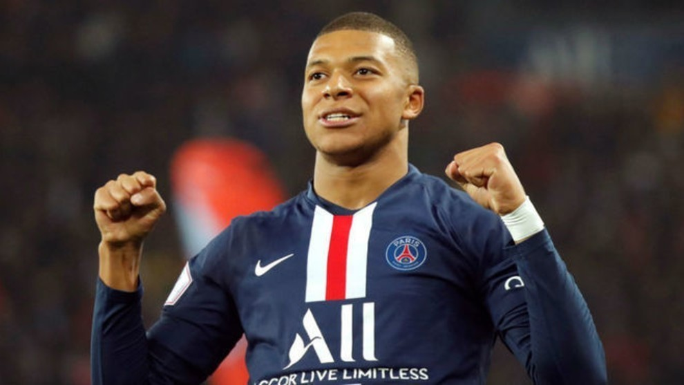 Mbappé (22) in a match this season with PSG.