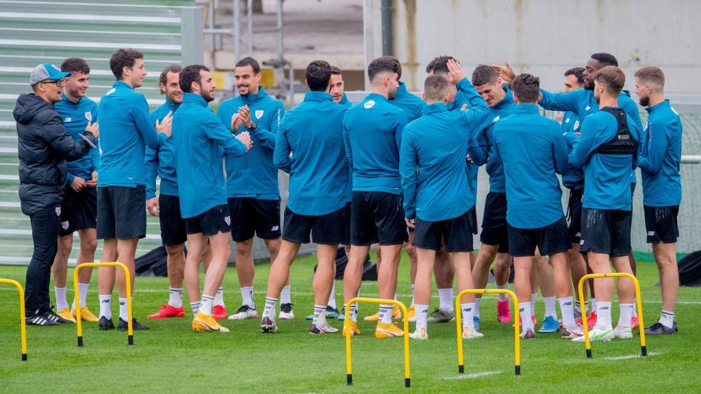 Athletic players in a training session in Lezama.