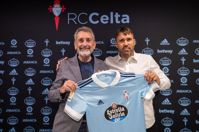 Coudet (46) during his renewal as Celta coach.