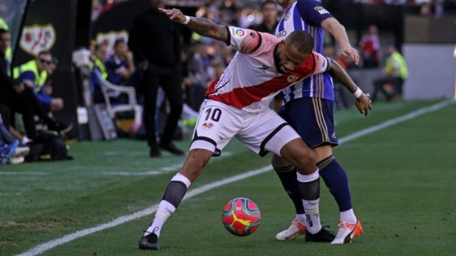 Baby, with the ball, against Ponferradina