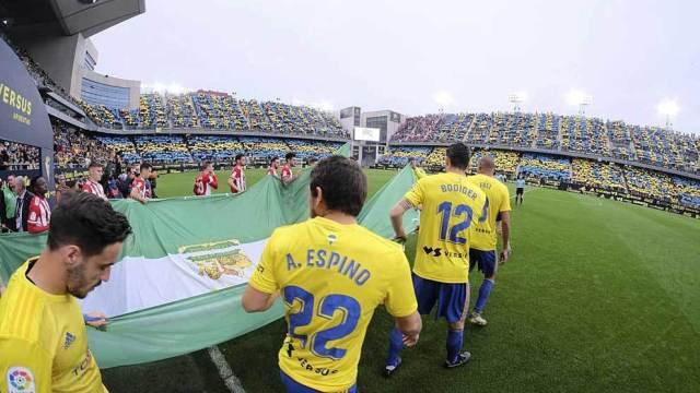 Cádiz players going to Carranza.
