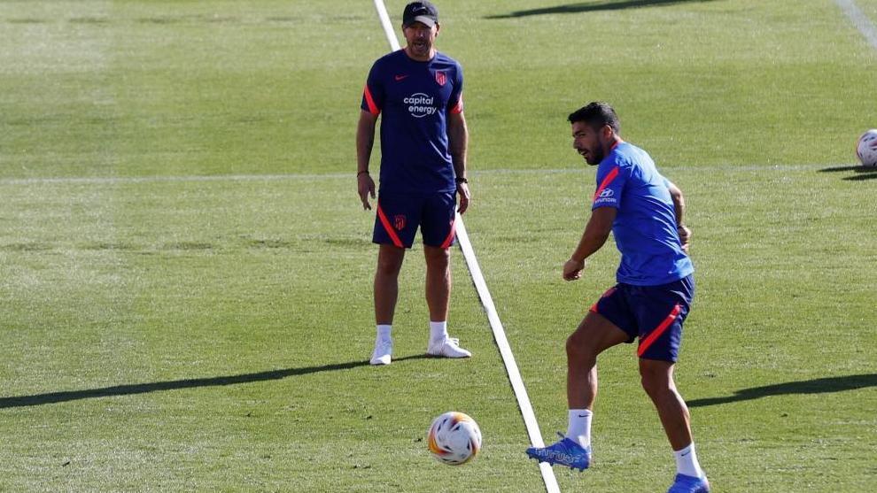 El Cholo and Luis Suárez, during a recent training session.