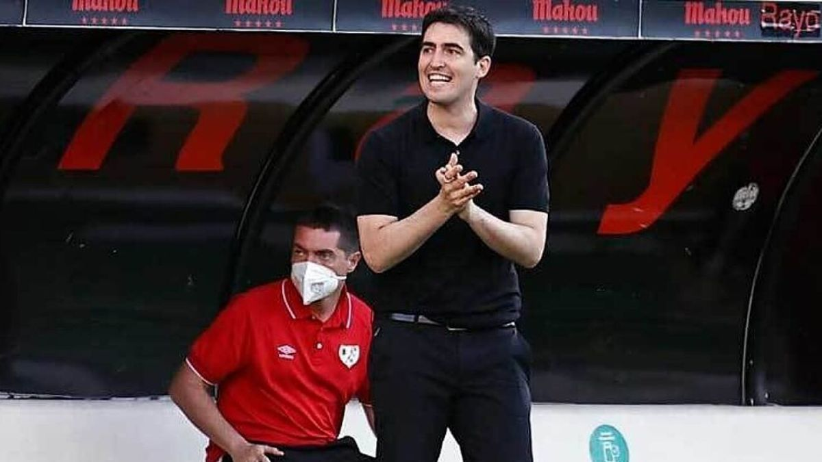 Andoni Iraola, coach of Rayo Vallecano