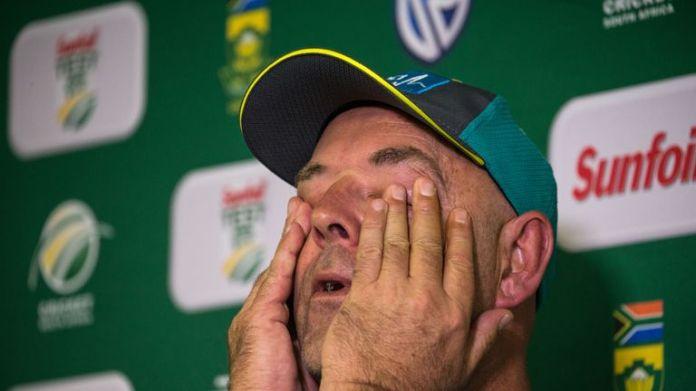 Darren Lehmann gets emotional after announcing he will step as Australia's head coach