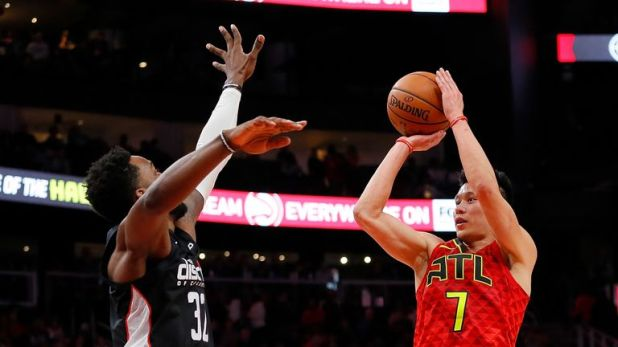 Jeremy Lin shoots over Jeff Green