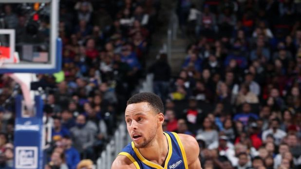 Stephen Curry made his first appearance after being sidelined for 11 games