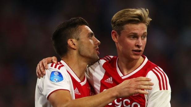 Dusan Tadic celebrates his goal with Frenkie de Jong